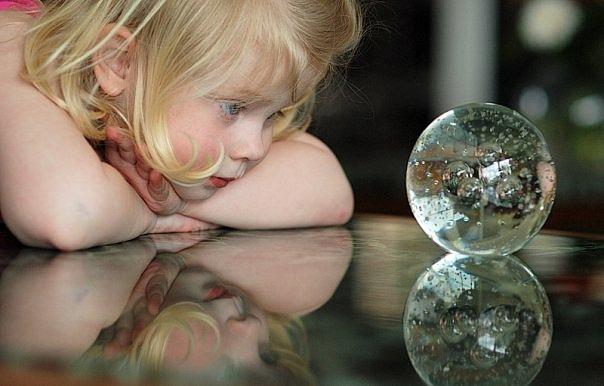 магический шар, хрустальный шар, девочка с шаром